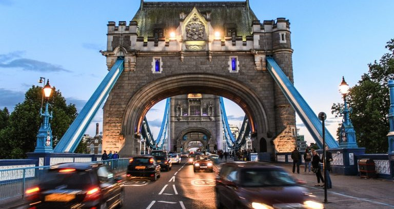 Drivers to be penalised with anti-pollution taxes in UK cities