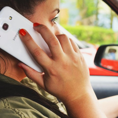 Drivers continue to risk lives with mobile phone use