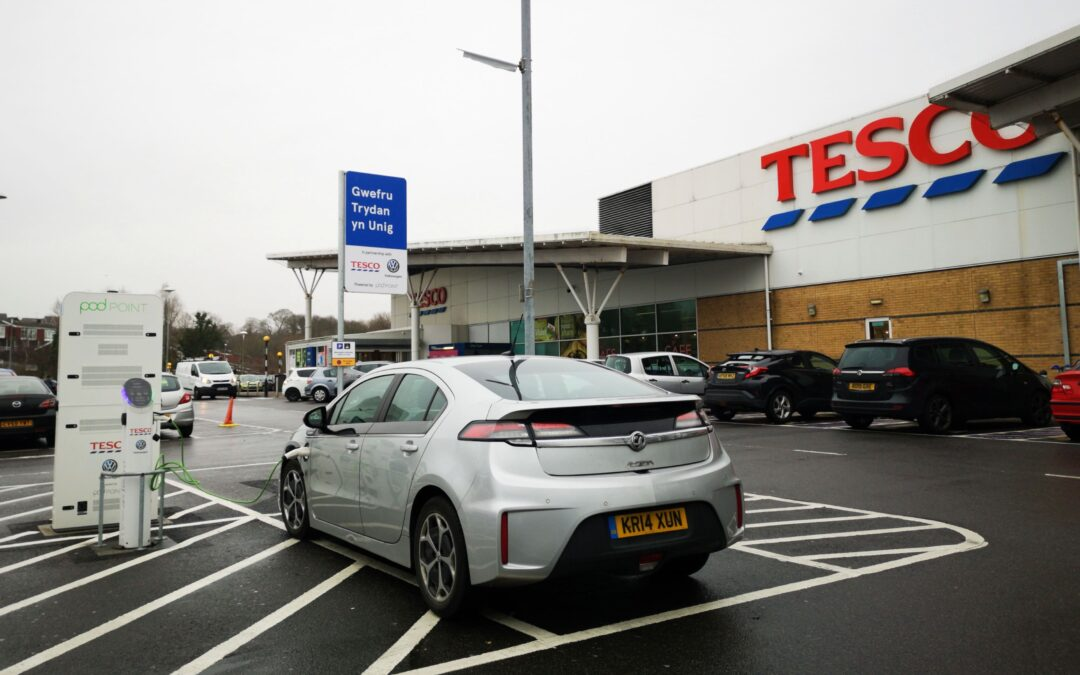 Supermarket giant leads the way for electric vehicle charge points